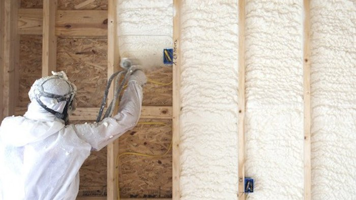 Плюсы и минусы бесшовного утепления домов методом напыления пенополиуретана