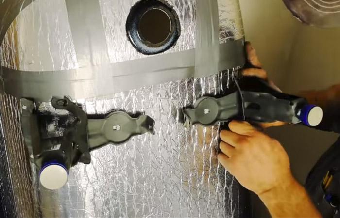 Утепление дома монтажной пеной: характеристики материала и способы нанесения, порядок выполнения работ