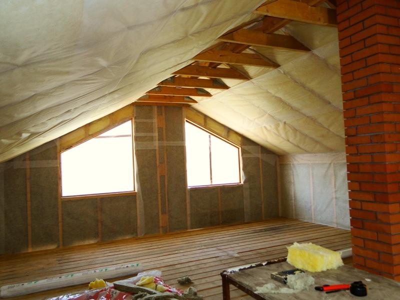 Какой утеплитель лучше для мансарды и чем ее теплоизолировать, как выбрать для деревянного дома