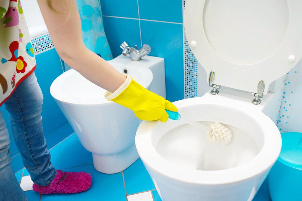 Почему в ванной беспорядок: вещи, которые делают любую ванную комнату неряшливой (среди них не только подтеки и множество флаконов)
