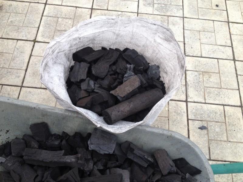 Как сделать древесный уголь в домашних условиях своими руками