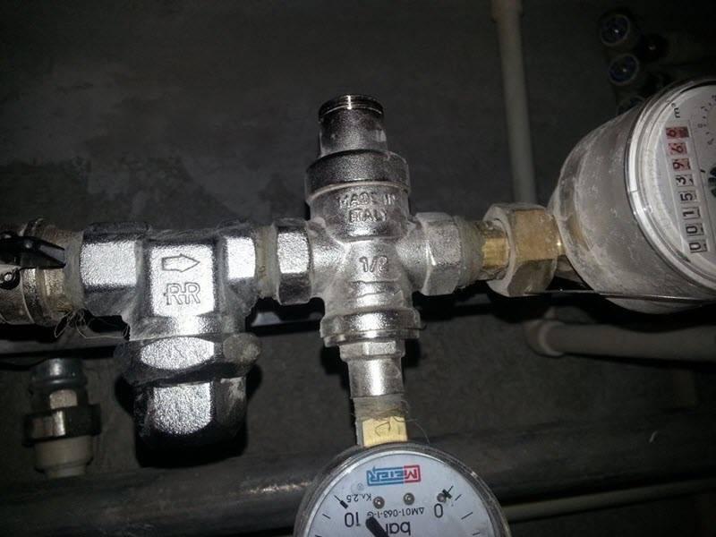 Редуктор давления воды: принцип работы и разновидности | строй советы