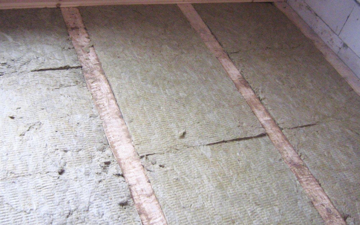 Традиционный способ утепления дома при помощи опилок