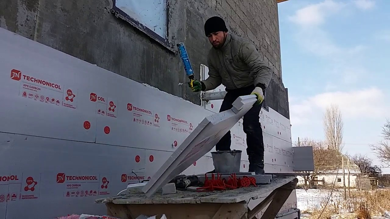 Крепление пенопласта к стене дюбелями при утеплении фасадов зданий (видео)