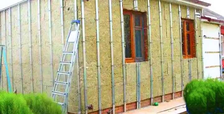 Чем обшить деревянный дом снаружи или 7 причин выбрать профлист для отделки