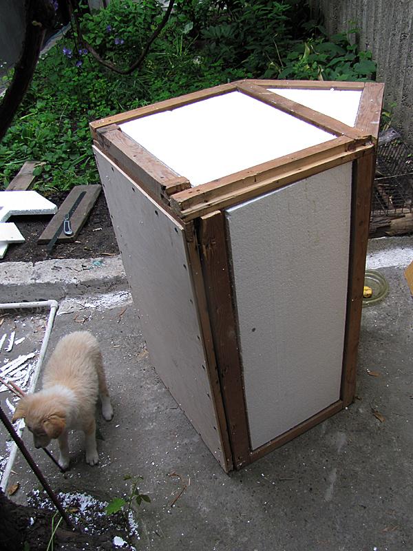 Утеплить собачью будку к холодам — миссия выполнима