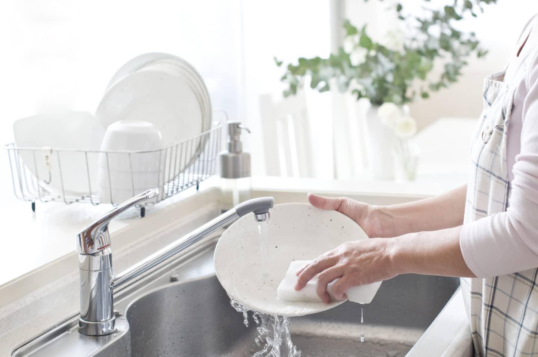 Как быстро помыть посуду, способы облегчить скучный процесс