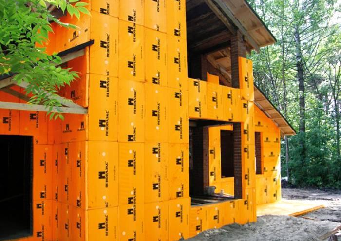Можно ли утеплять деревянный дом пеноплексом снаружи и изнутри