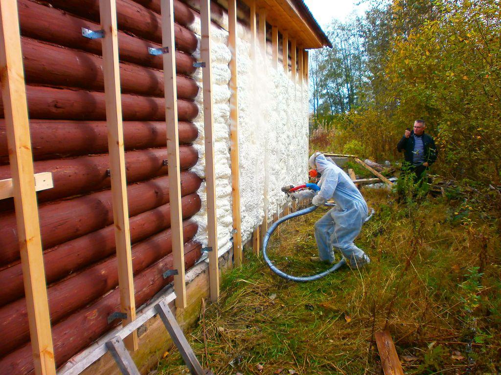 Разбираемся как и чем утеплить деревянный дом
