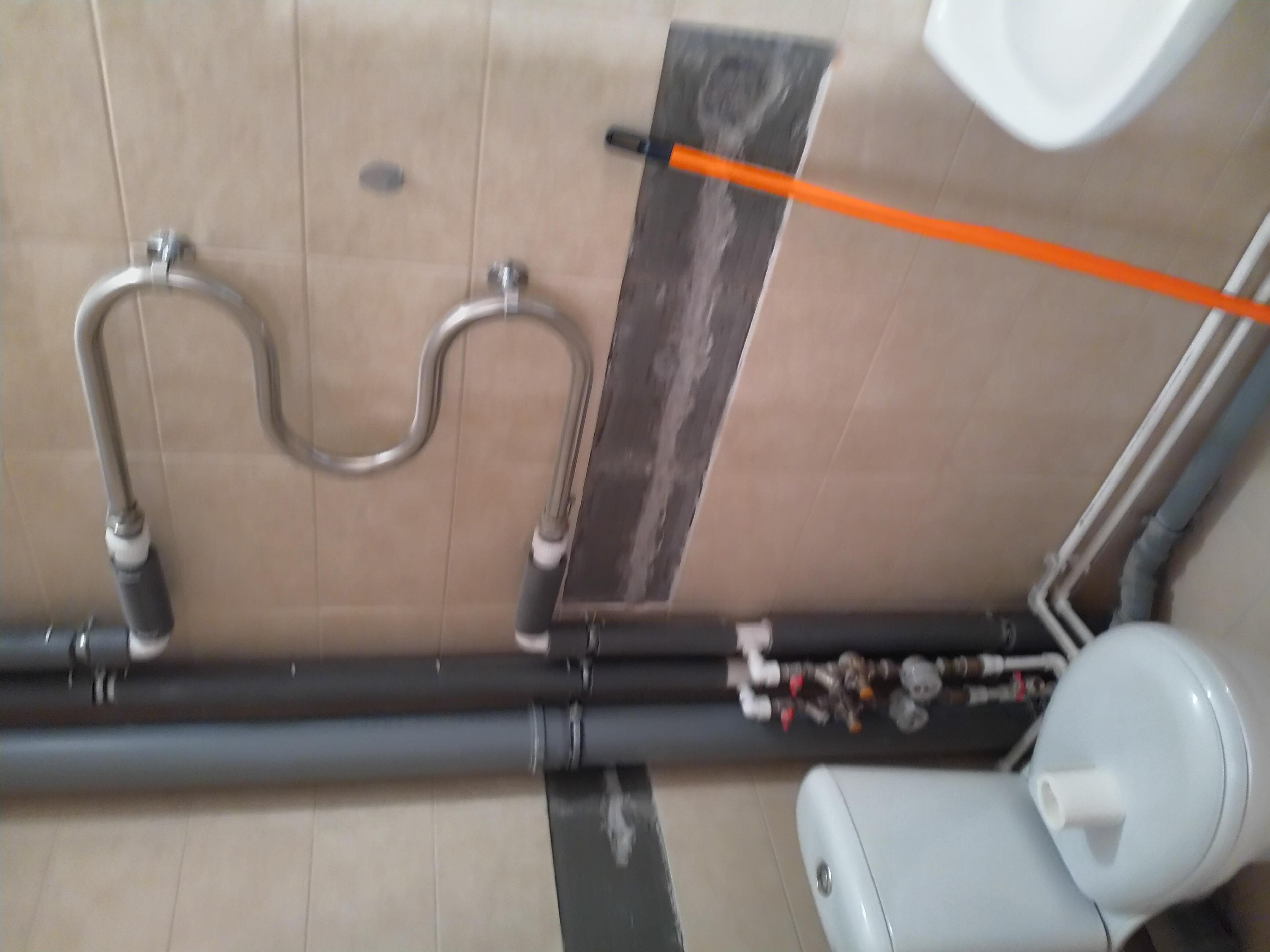 Как задекорировать трубы отопления?   utro.tv