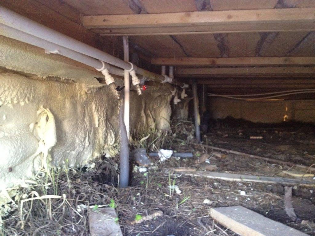 Утепление пола в деревянном доме на винтовых сваях  материалы, этапы - варианты пола