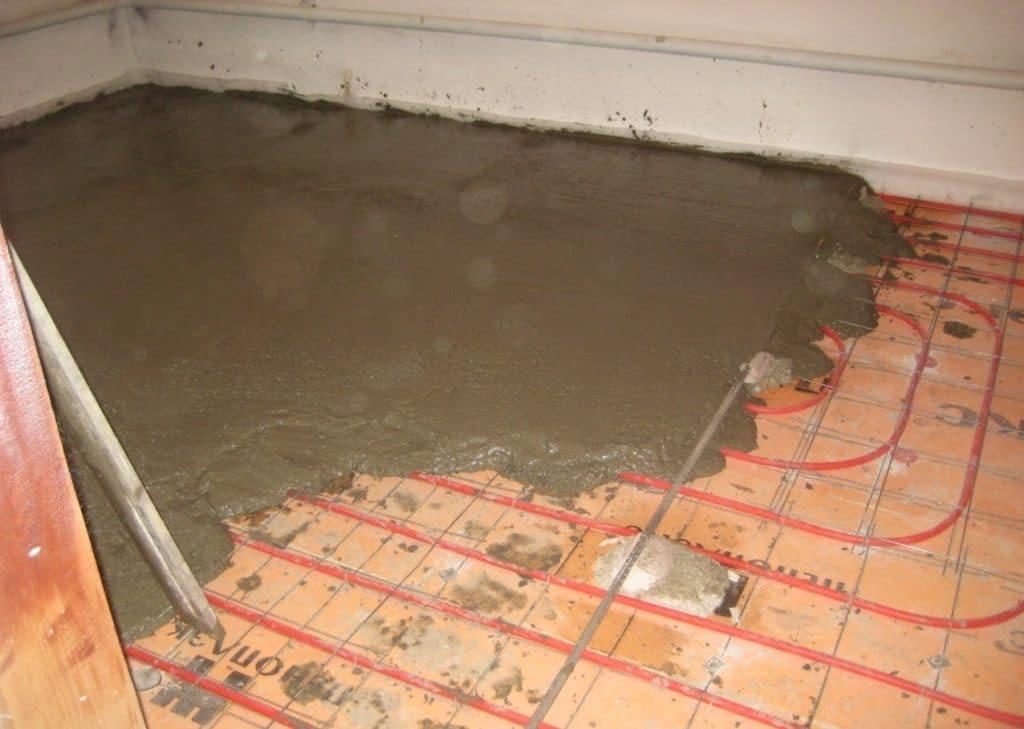 Как правильно залить теплый водяной пол - виды стяжки, чем заливать