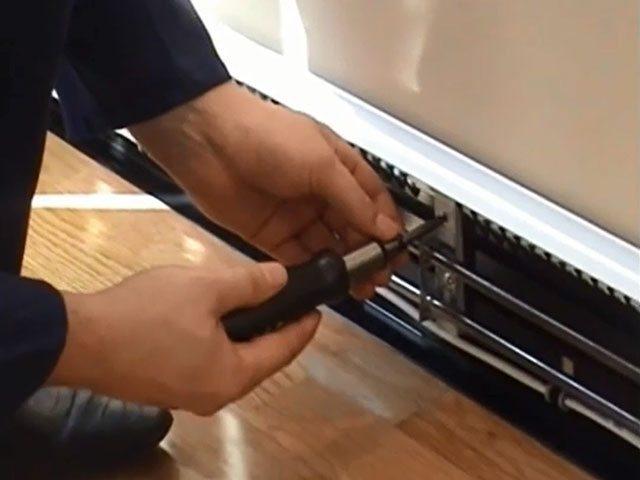 Установка электрических плинтусных обогревателей
