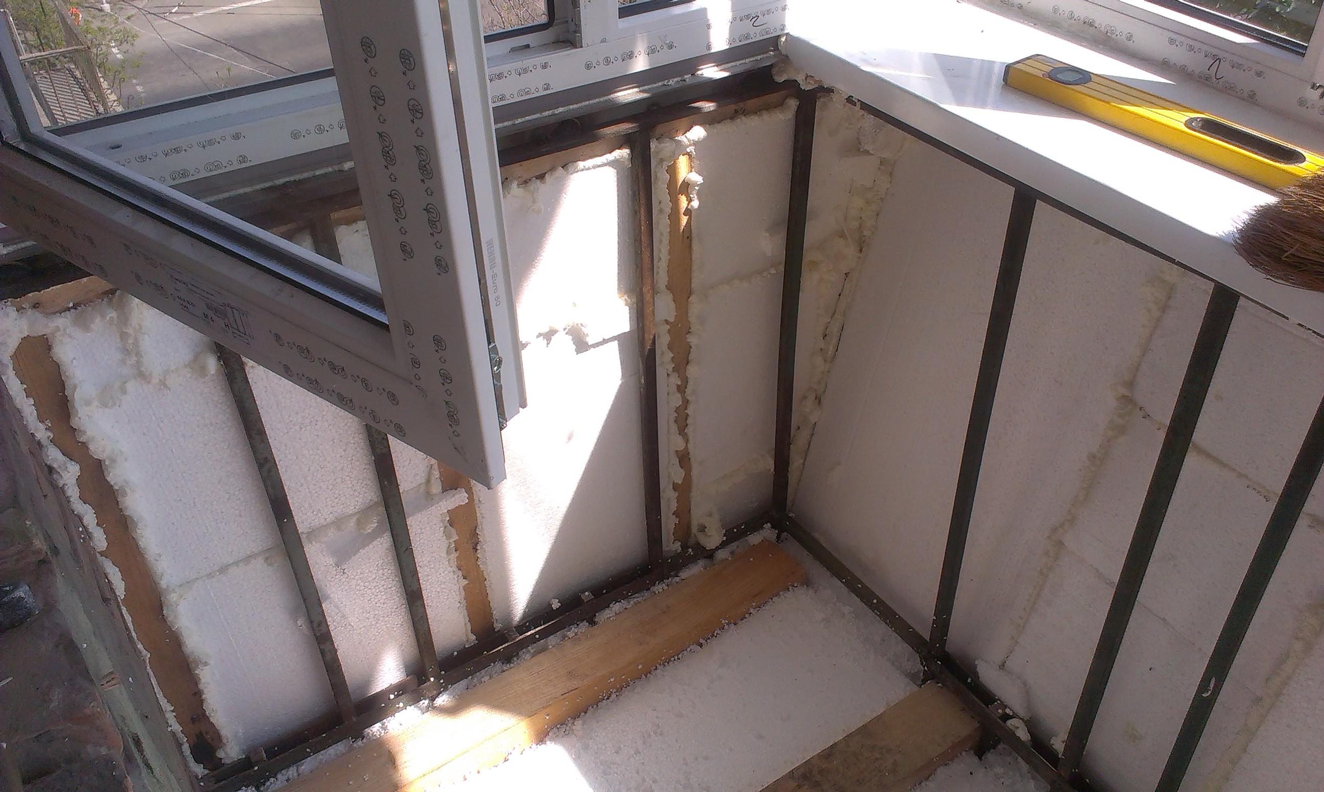 Стоит ли утеплять балкон с холодным остеклением?
