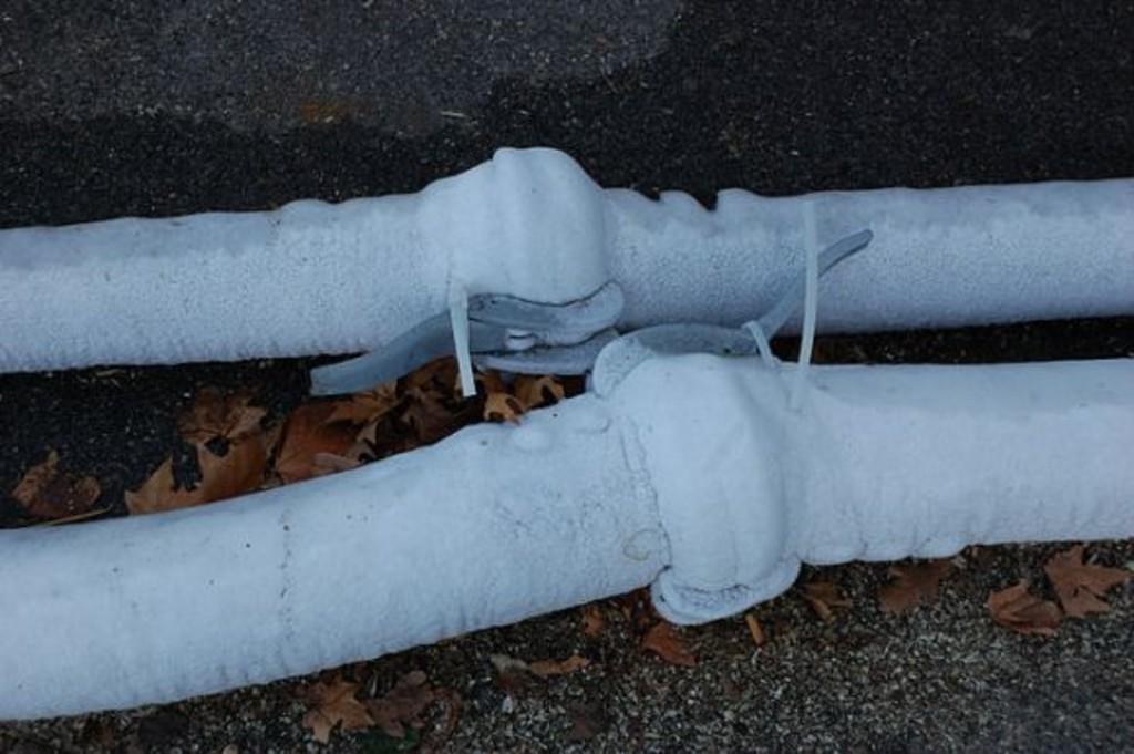 Как разморозить трубы: способы и средства