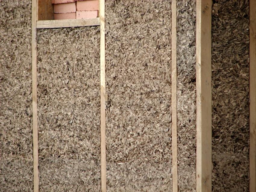 Утепление потолка опилками в частном доме: поэтапная инструкция