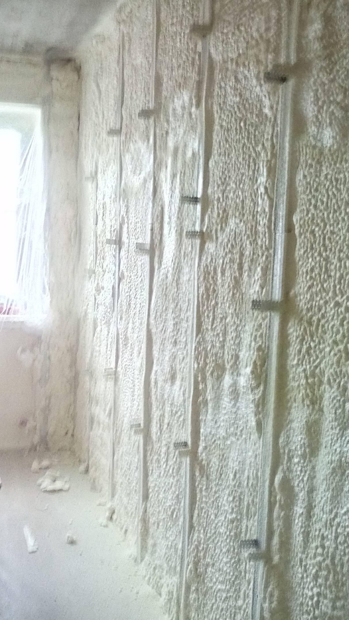 Утепление стен (62 фото): обшивка бетонной стены внутри, как утеплить в частном доме с внутренней стороны, тонкости заполнения пустот изнутри