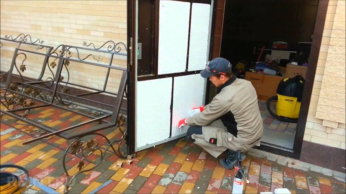 Как и чем утеплить металлическую (железную) входную дверь в частном доме своими руками - видео инструкция