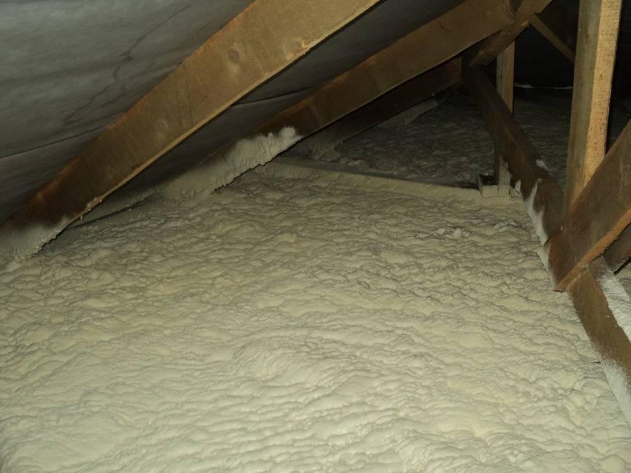 Как правильно утеплить потолок под холодной крышей со стороны чердака