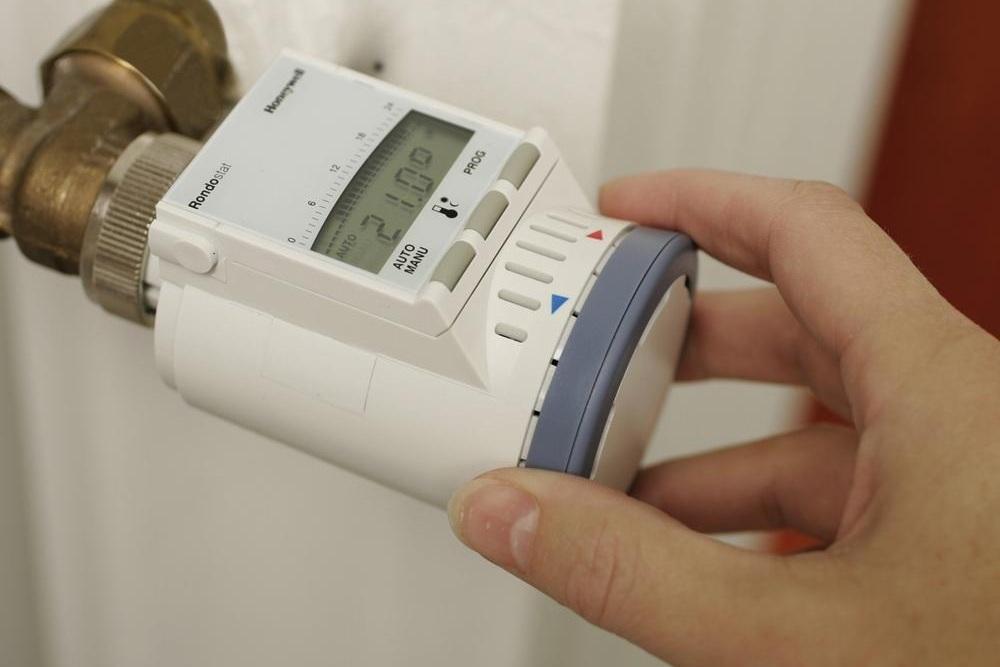 Счетчик на тепло в квартире: что это такое, можно ли вам установить прибор при центральном отоплении по законодательству, как его поставить, могут ли отказать?