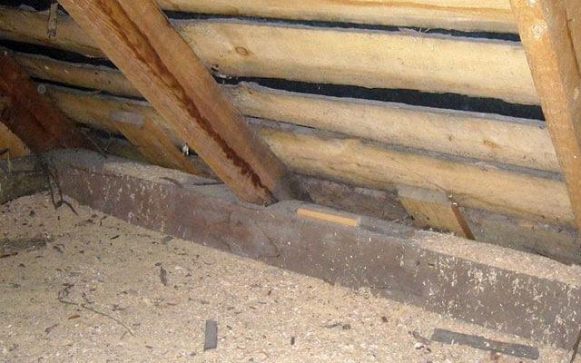 Утепление потолка опилками в частном доме своими руками: плюсы и минусы