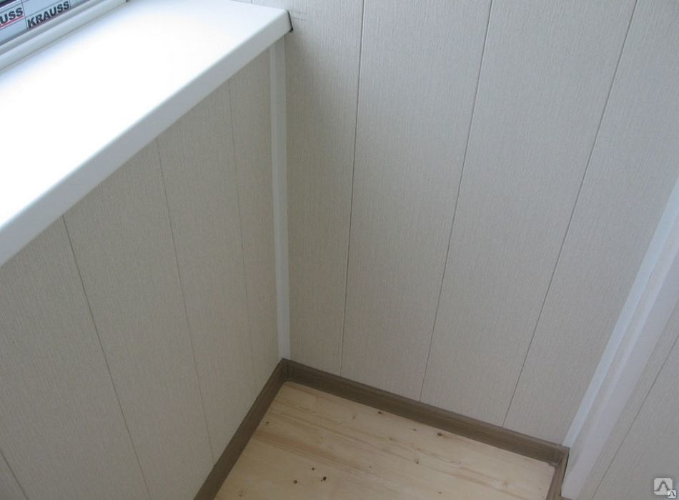 Какими панелями обшить балкон внутри