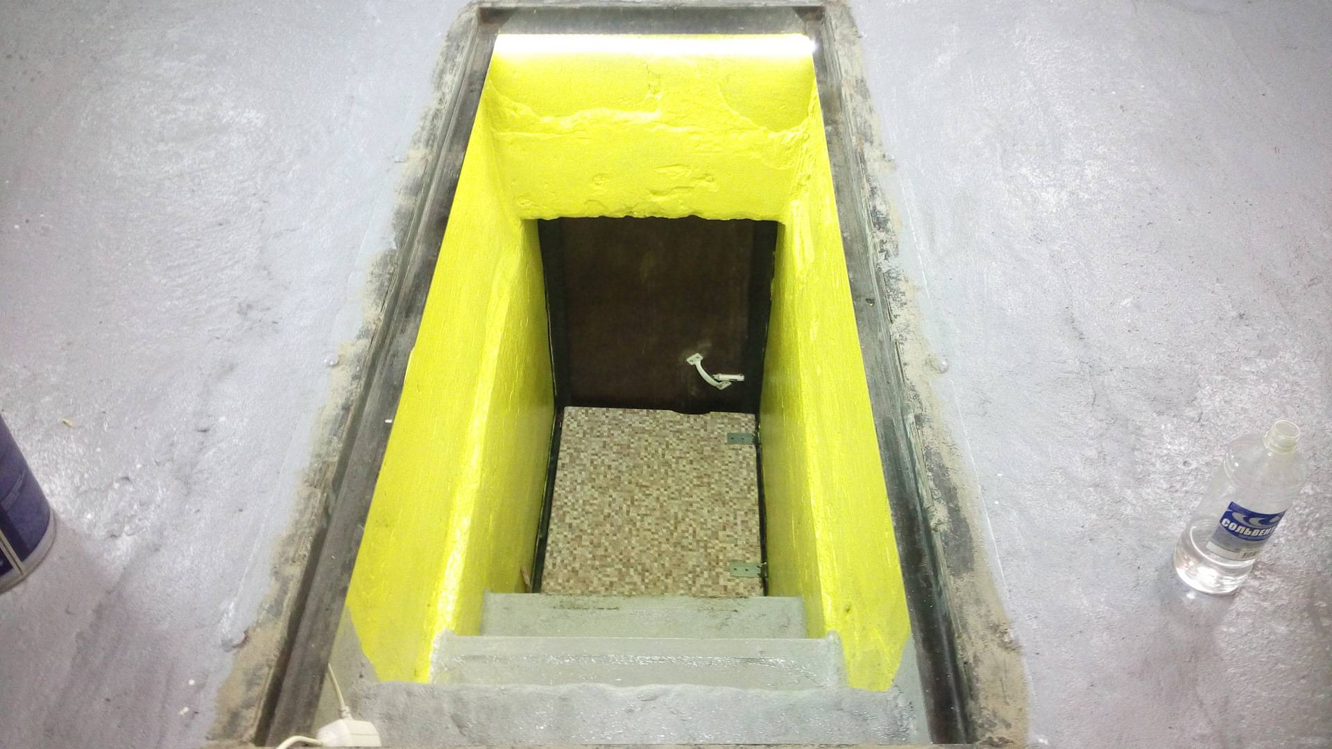 Как выкопать и построить подвал в гараже своими руками - строительство погреба, монтаж лестницы и вентиляции, как избавиться от воды, чем отделать стены, как закрывать, пошаговая инструкция с фото, чертежами и видео