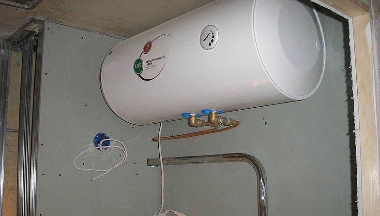 Как повесить и закрепить водонагреватель на стене, особенности крепления к разным материала