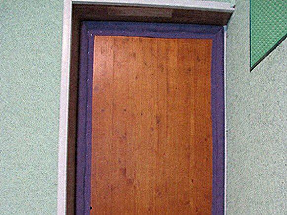 Как утеплить входную дверь? утепление своими руками в квартире и сельском частном доме, какой утеплитель лучше, чем лучше обтянуть