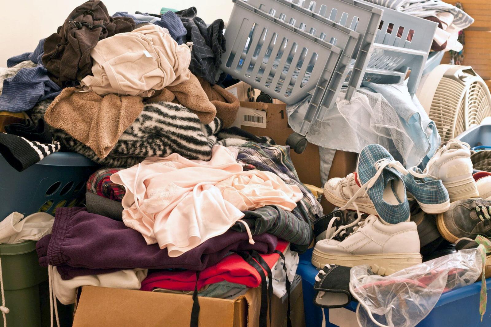Можно ли отдавать вещи другим людям, выбрасывать одежду