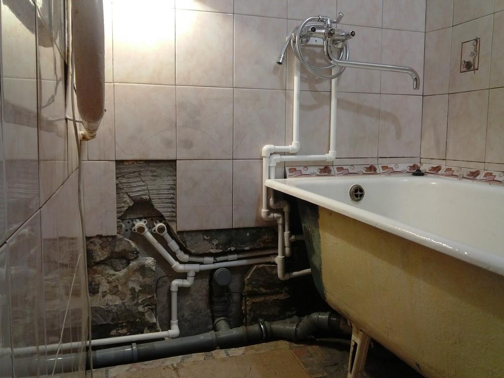 Как спрятать трубы в ванной: 80 фото способов красивой маскировки разных типов труб