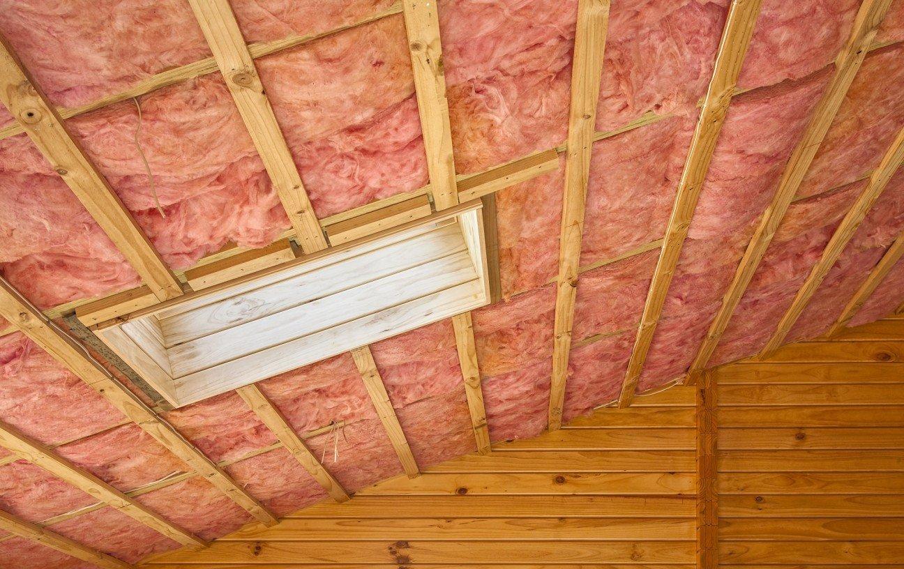 Утепление потолка в деревянном доме: как утеплить минватой, какой утеплитель лучше, утепляем керамзитом