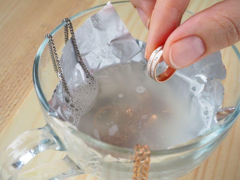 Как почистить серебро в домашних условиях: быстро и эффективно избавляемся от налета и черноты