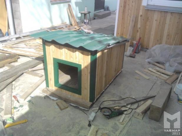 Как и чем можно утеплить будку для собаки на зиму