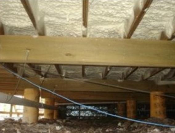 Как утеплить пол в деревянном доме снизу своими руками?
