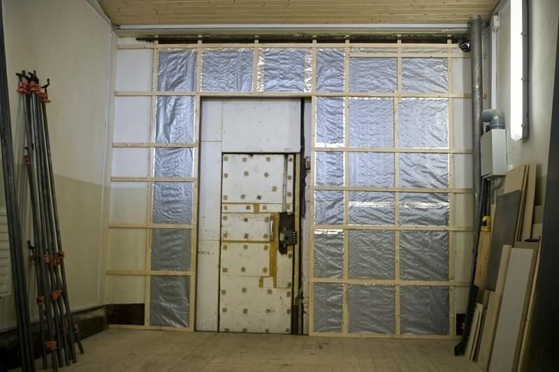 Как утеплить ворота в гараже своими руками изнутри - пенопластом, пеноплексом и другими материалами