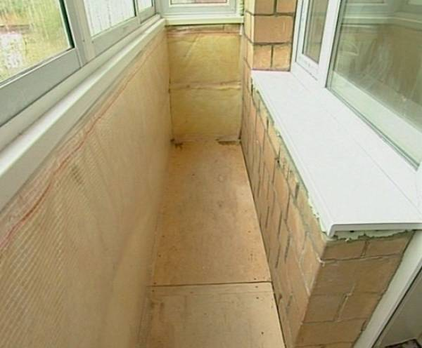 Балкон утеплять нельзя, а лоджию можно. почему