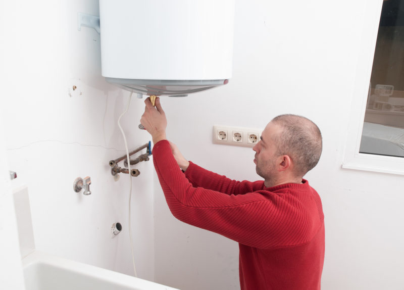 Как установить бойлер своими руками: вешаем на стену, подключаем электричество и воду