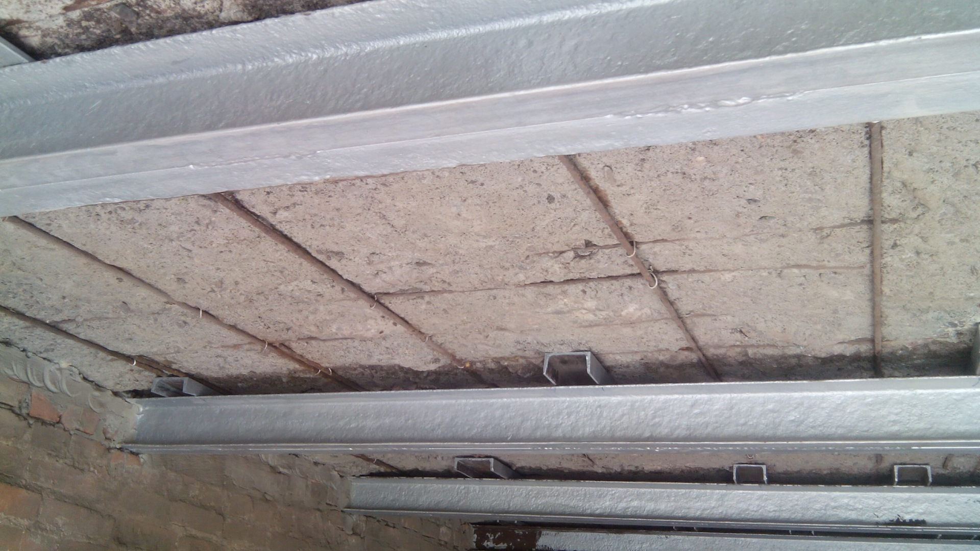 Как произвести утепление потолка в гараже своими руками