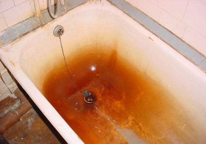 Как очистить ванную от желтого налета в домашних условиях: чтобы не повредить эмаль (видео)