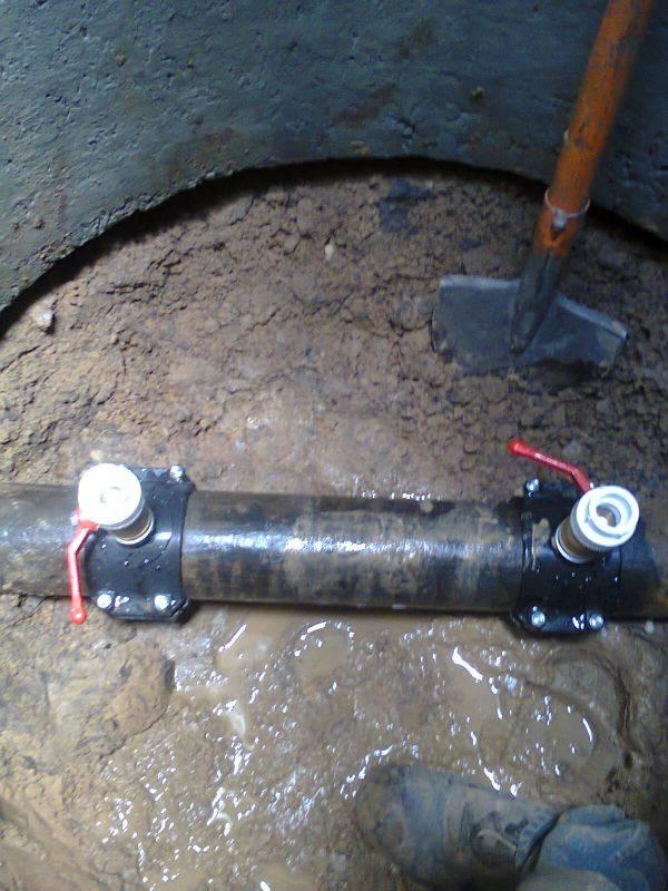 Врезка в трубу водопровода под давлением своими руками: седелка, хомут для врезки