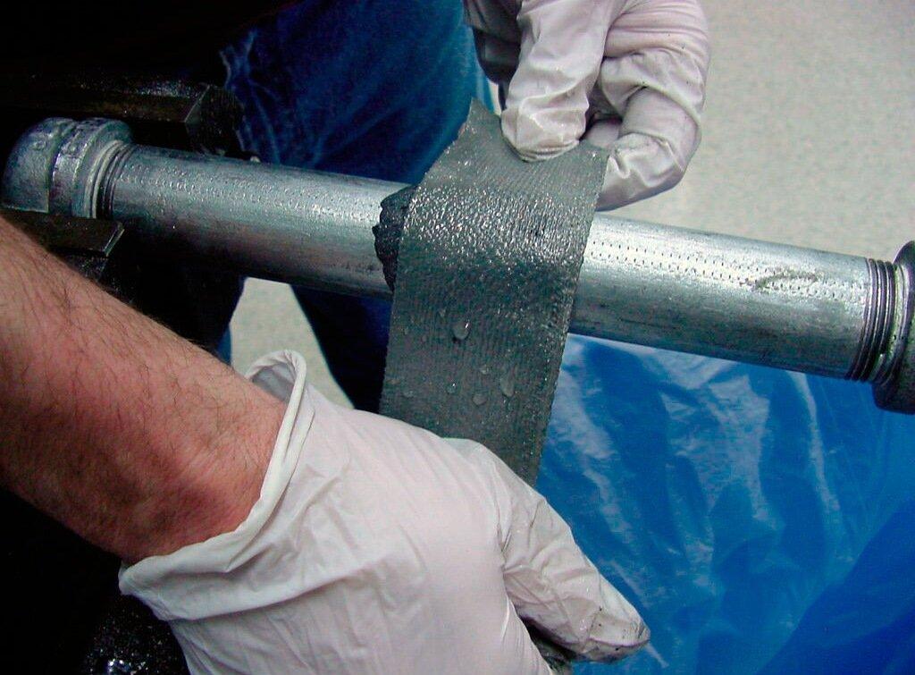 Как заделать течь в трубе отопления, не сливая воду: способы ремонтных работ