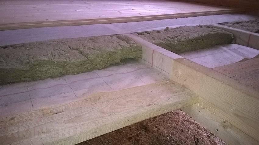 Чем утеплять полы в деревянном доме