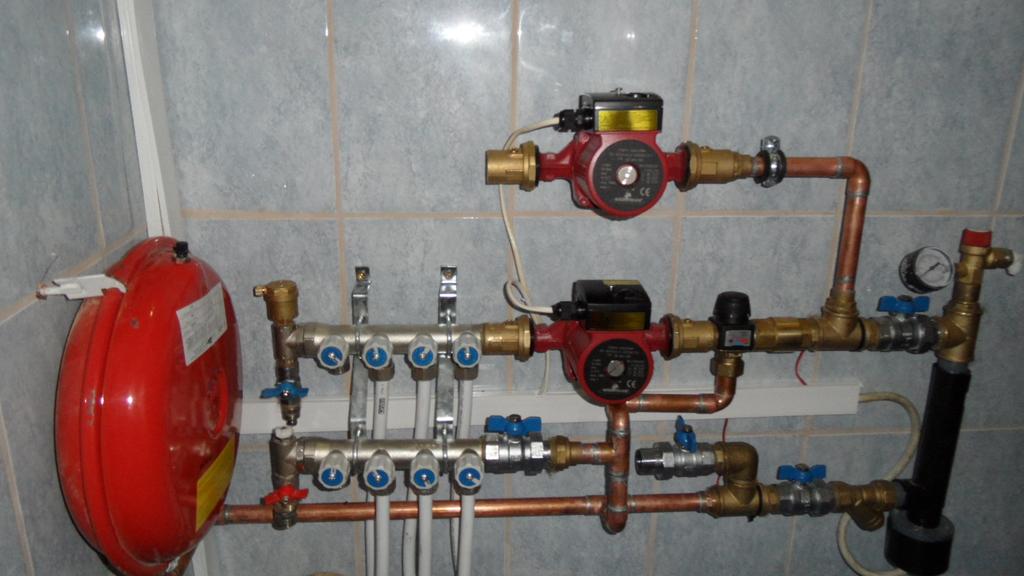 Водяные теплые полы и радиаторы: двхконтурное совмещенное отопление от одного котла, схемы монтажа в комбинированной системе, ошибки при обвязке