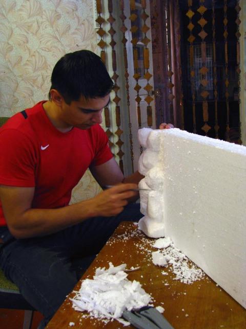 Как покрасить пенопласт, плинтус, багет, буквы или карниз из него