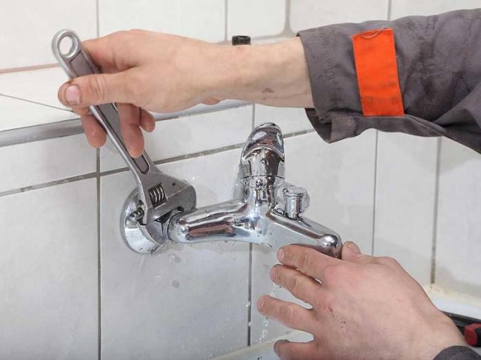 Замена смесителя: как поменять конструкцию в ванной своими руками, как заменить кран, как снять изделие с раковины, демонтаж смесителя