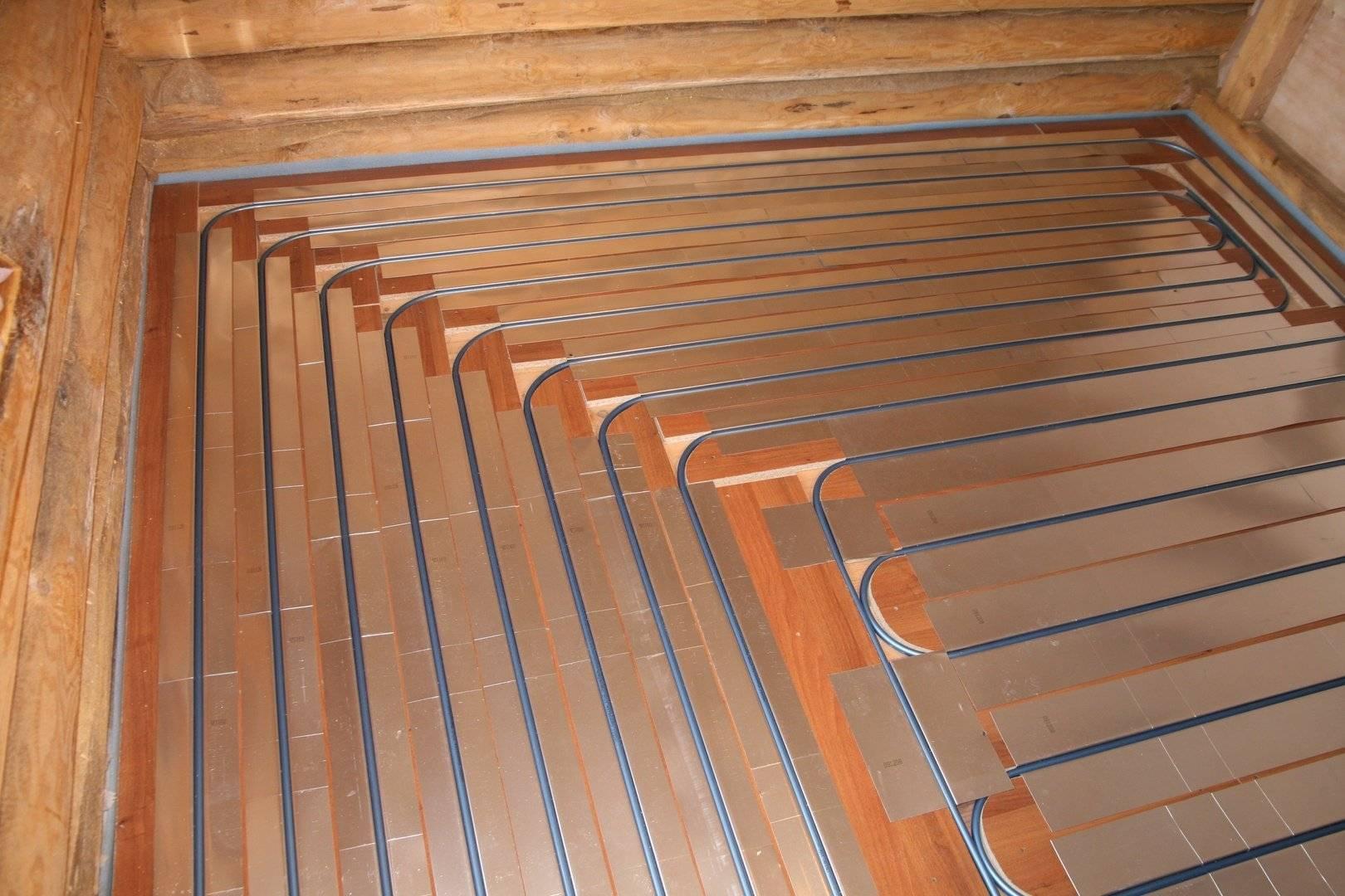 Как сделать теплый пол в деревянном доме: электрический и водяной варианты