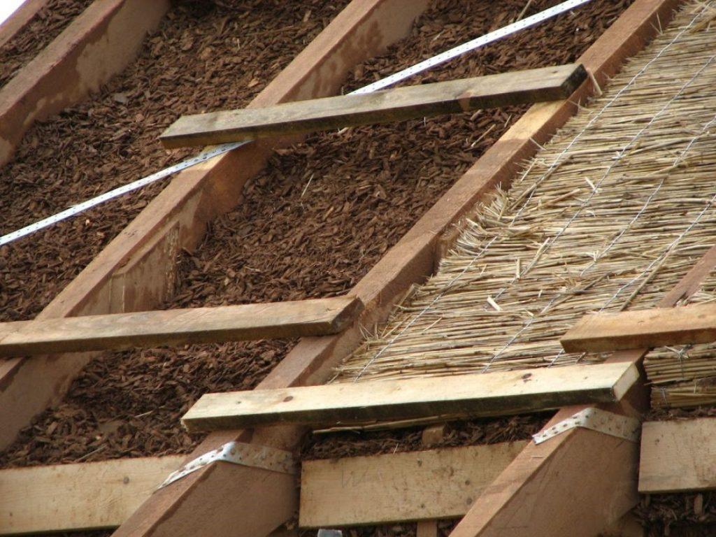 Делать утепление потолка бани глиной с опилками или опилками с цементом? что лучше и есть ли разница?