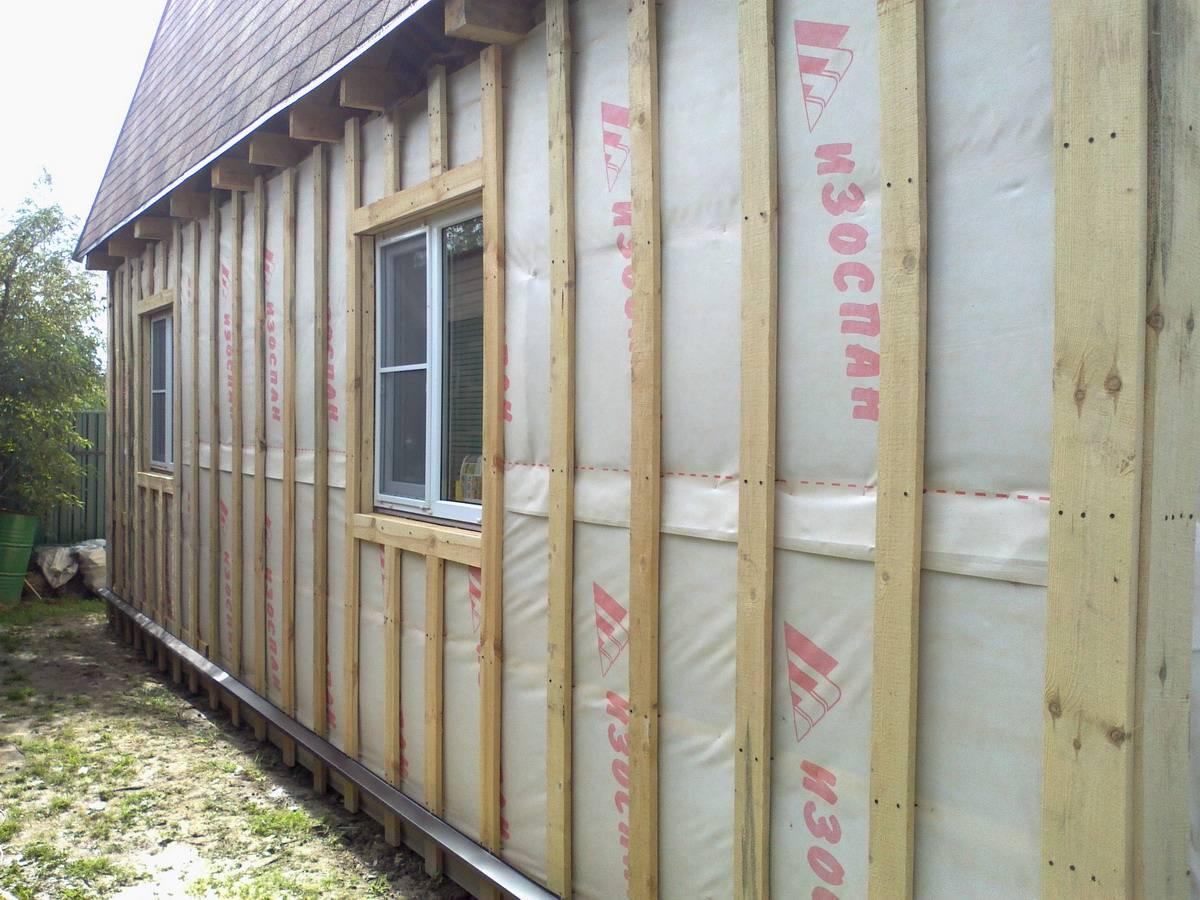 Утепление стен пеноплексом под сайдинг снаружи: свойства материала, работы по утеплению. установка цокольного профиля, теплоизоляционных плит на стены,  вокруг дверных проемов и оконных рам