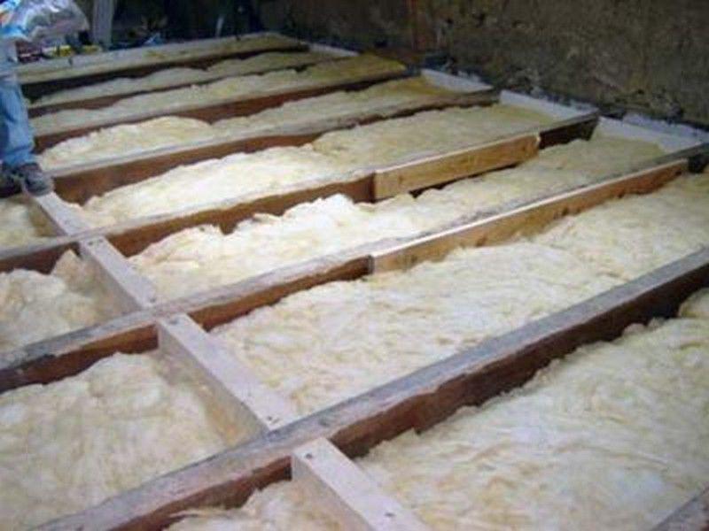 Чем утеплить потолок в доме: доступные материалы